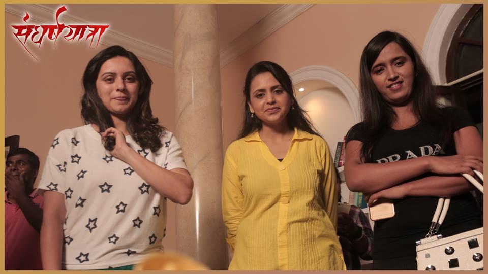 \'संघर्ष यात्रा\'त श्रुती मराठेनी साकारली पंकजा मुंडेंची भूमिका, पाहा PHOTOS...|मराठी सिनेकट्टा,Marathi Cinema - Divya Marathi