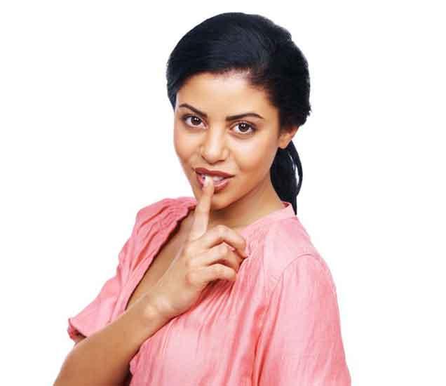 तरुणांपासुन या 4 सवयी लपवतात तरुणी, जाणुन घ्या...  - Divya Marathi
