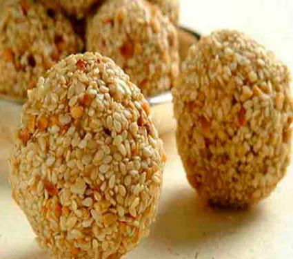 थंडीमध्ये आवश्य खावेत हे 9 पदार्थ, यामुळे शरीरातील वाढते हिट|जीवन मंत्र,Jeevan Mantra - Divya Marathi