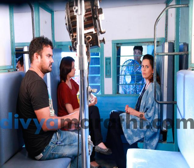 PHOTOS: शाहरूख खानच्या 'चैन्नई एक्सप्रेस'च्या स्टेशनवर, रवी जाधवच्या नव्या चित्रपटाचा First Scene|मराठी सिनेकट्टा,Marathi Cinema - Divya Marathi