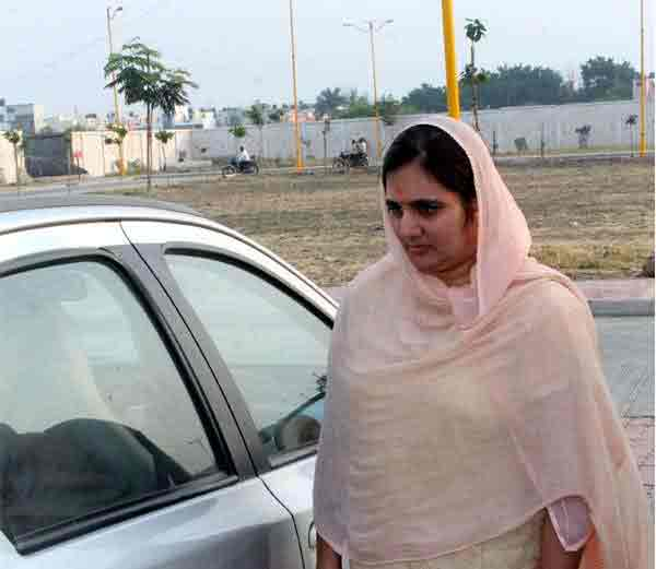 आसारामच्या मुलाने केला अनेक महिलांवर बलात्कार, पत्नीनेच दिली पोलिसांना माहिती|देश,National - Divya Marathi