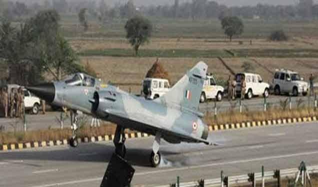 युद्धजन्य स्थितीत पाकलगतच्या 8 हायवेंना रनवे बनविणार एअरफोर्स|देश,National - Divya Marathi