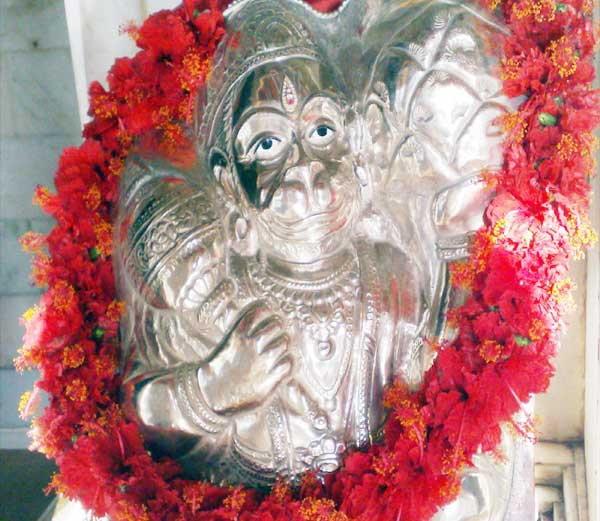 शनिवारी शनिदेवाला प्रसन्न करण्याचे हे 11 उपाय... ज्योतिष,Jyotish - Divya Marathi