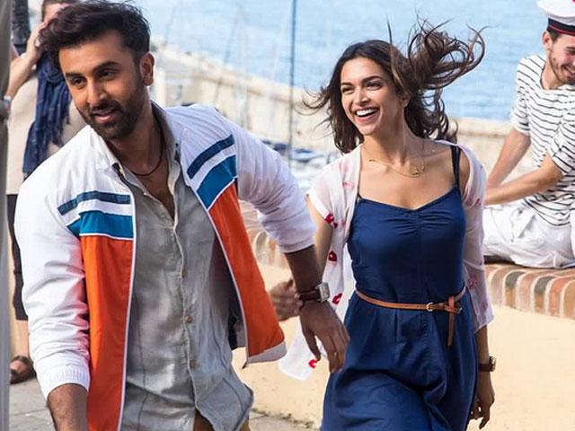 Movie Review: हटके Love Storyच्या प्रतिक्षेत असाल तर मग पाहा \'तमाशा\'| - Divya Marathi