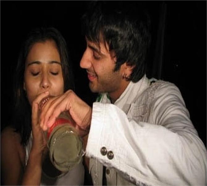 Shocking Pix : पाहा टीव्ही आणि बी टाऊन सेलिब्रिटींच्या लेट नाईट पार्टीजमध्ये काय घडतं टीव्ही,TV - Divya Marathi