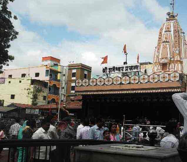 ताजा महाराष्ट्र : उस्मानबादमध्ये शासकीय रुग्णवाहिकेचा अपघात, चार गंभीर औरंगाबाद,Aurangabad - Divya Marathi