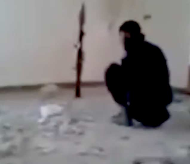 जेव्हा ISIS दहशतवाद्याचा नेम चुकतो, ग्रेनेडने उडवली स्वतःचीच इमारत|विदेश,International - Divya Marathi