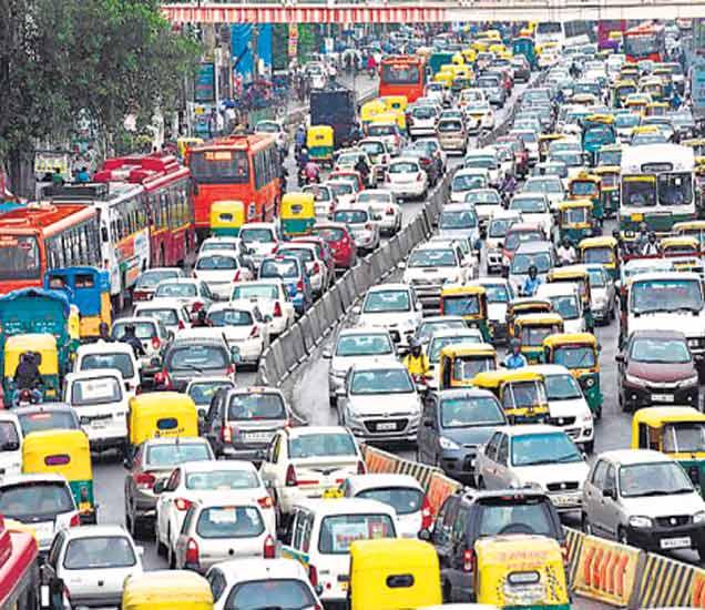 दिल्लीत एक दिवसाआड चालवावी लागणार कार,  प्रदूषण कमी करण्यासाठी निर्णय|देश,National - Divya Marathi