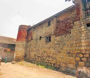 महापराक्रमी बाजीराव पेशव्यांचे जन्मस्थान अंधारात देश,National - Divya Marathi