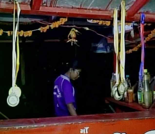 PM मोदींच्या गुजरातमध्ये \'नॅशनल शूटर\'वर नूडल्स विकून गुजराण करण्याची वेळ|देश,National - Divya Marathi