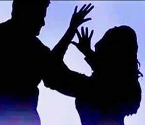 सिव्हिलमध्ये महिलेवर पतीचा चाकूने हल्ला, घटस्फाेट देऊनही शारीरिक छळ सुरूच|जळगाव,Jalgaon - Divya Marathi