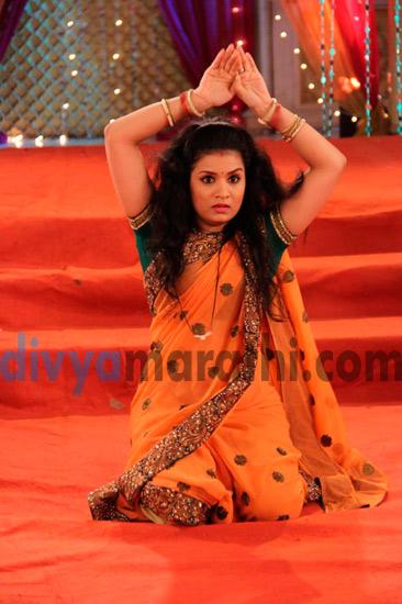 PHOTO: स्वप्नालीच्या Sangeet मध्ये नाचल्या आम्मा, तर रूपालीनेही केला 'नागिन' डान्स|मराठी सिनेकट्टा,Marathi Cinema - Divya Marathi