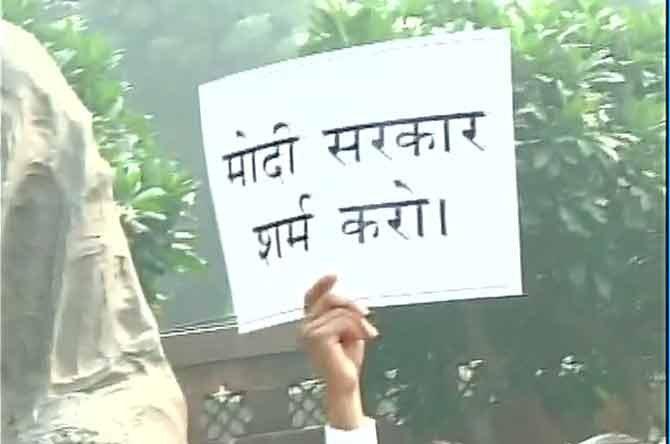 संसद : काँग्रेसची व्ही.के. सिहांच्या बरखास्तिची मागणी, आंदोलन देश,National - Divya Marathi