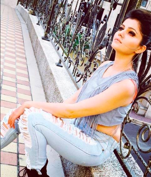 Telly Calender 2016साठी टीव्ही अभिनेत्रींनी दिल्या काहीशा अशा अंदाजात पोज टीव्ही,TV - Divya Marathi