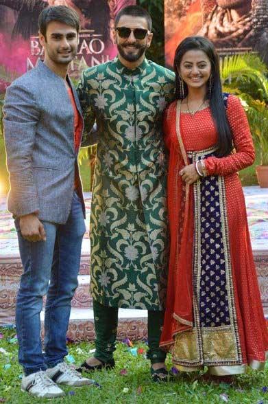 टीव्ही शोच्या सेटवर रणवीर-दीपिका, काहीशा अशा अंदाजात केले 'बाजीराव...'चे प्रमोशन टीव्ही,TV - Divya Marathi