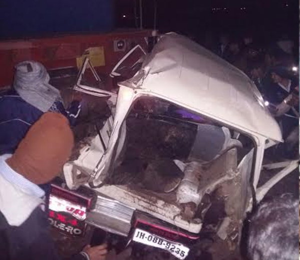 हरिद्वार एक्स्प्रेसला भिडली टिळक एक्स्प्रेस; चालक ठार, 100 जखमी|देश,National - Divya Marathi