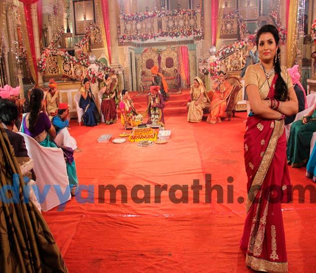 स्वप्नाली-बंटीचं झालं शुभमंगल, लग्नात विघ्न आणायला रूपालीने आणल्यात लाल मिरच्या|मराठी सिनेकट्टा,Marathi Cinema - Divya Marathi
