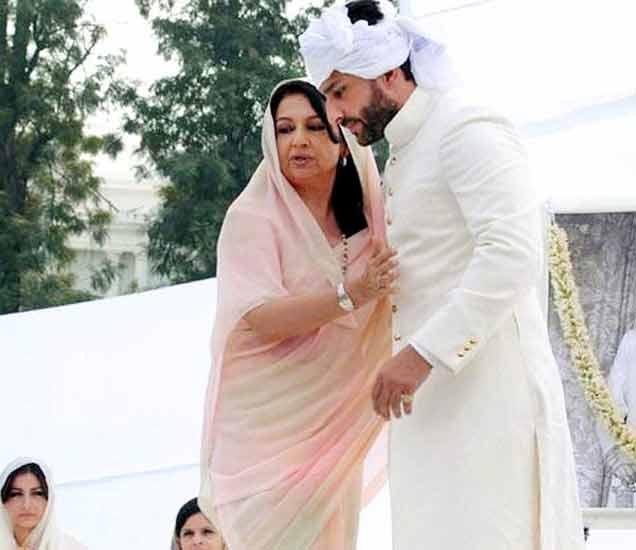 पतोडी नवाबाच्या राज्याभिषेकावेळी सैफ अली आणि त्याची आई शर्मिला टागोर - Divya Marathi