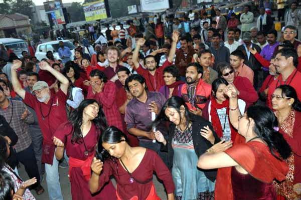 PHOTOS : असे आहेत ओशो यांचे कम्यून, अशी आहे Life style|मुंबई,Mumbai - Divya Marathi
