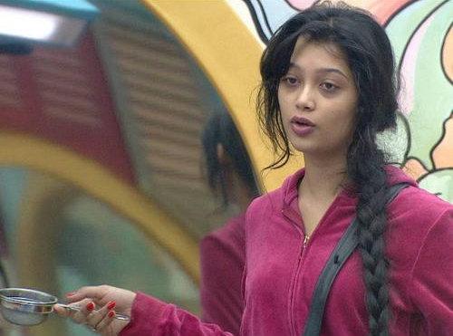 दिगंगनाचा दावा: Bigg Boss'मधून Evict झाल्याने चाहतीने कापला हात टीव्ही,TV - Divya Marathi