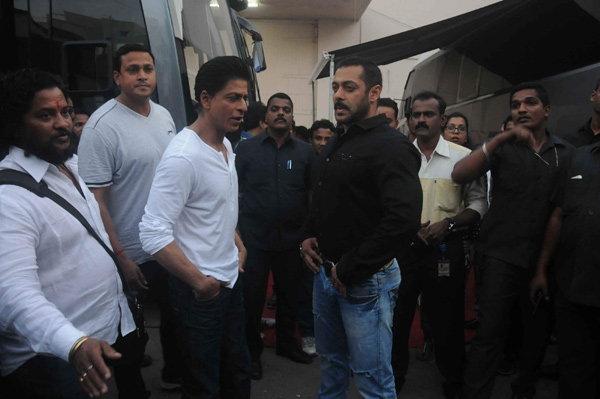 \'करन-अर्जुन\' पुन्हा दिसणार एकत्र, शाहरुख-सलमानने शूट केला \'Bigg Boss\'चा प्रोमो टीव्ही,TV - Divya Marathi