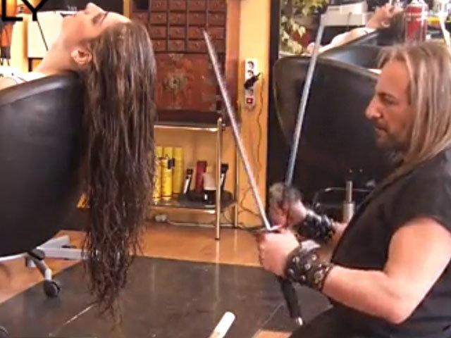 Horrible ! लोक...येथे आग आणि तलवारींने केस कापतात|विदेश,International - Divya Marathi