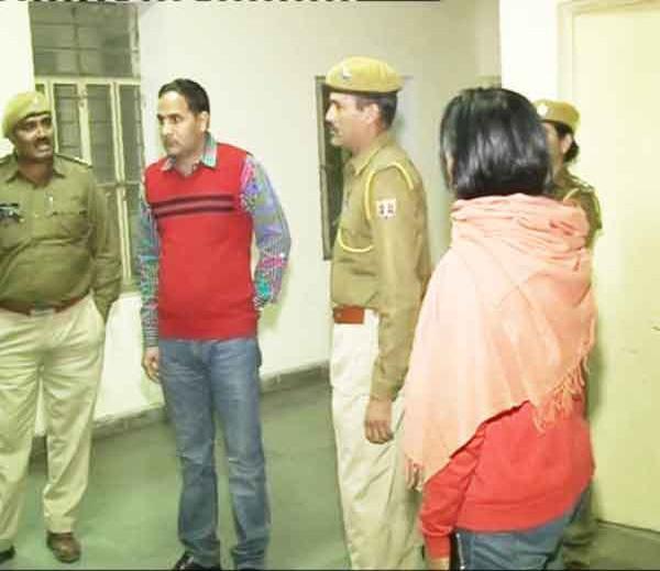 सरोज सिंधी यांनी पोलिसात पतीच्या दुसऱ्या लग्नाची तक्रार दिली. - Divya Marathi