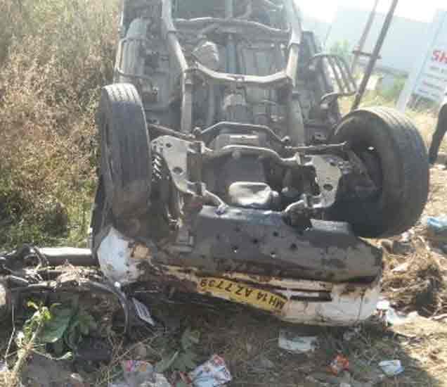 चाकणमध्ये जीपची दुचाकीला धडक,  भीषण अपघातात एकाच कुटुंबातील 3 ठार|पुणे,Pune - Divya Marathi