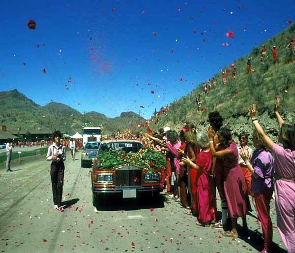 हे होते भारतातील वादग्रस्त आध्यात्मिक गुरु, यांच्याकडे होत्या 90 रोल्स रॉइस|देश,National - Divya Marathi
