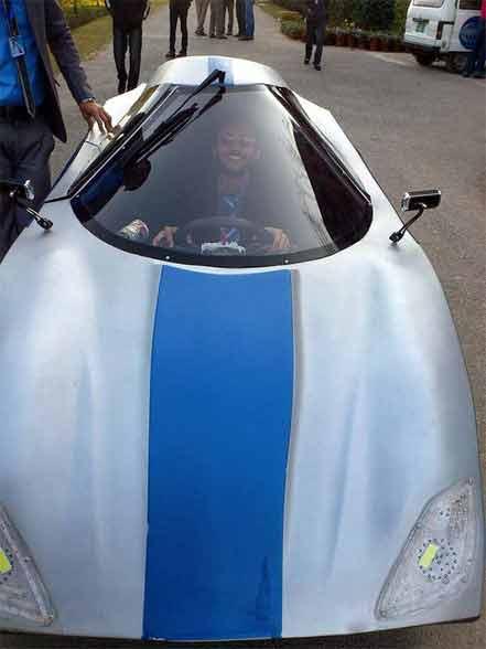 पाकिस्तानी विद्यार्थ्यांनी बनवली एयरोडायनॅमिक कार, 60kmpl मायलेज|ऑटो,Auto - Divya Marathi