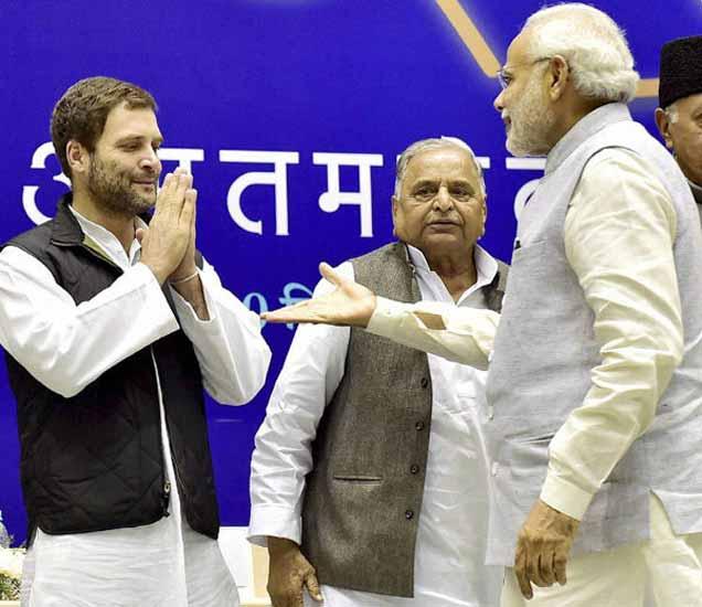 राहुल गांधींनी पंतप्रधानांना नमस्कार केला तेव्हा त्यांनी हस्तांदोलनासाठी हात पुढे केला. - Divya Marathi