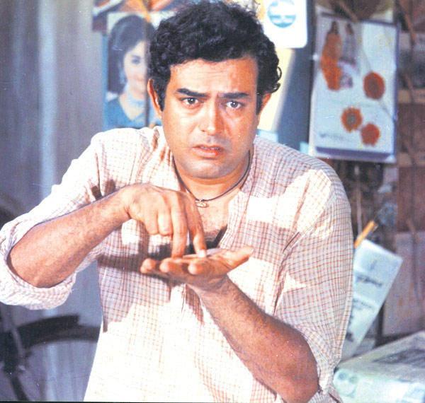 मो. युसुफ बनले दिलीप कुमार, सलमानसह या स्टार्सनी बदलले आपले खरे नाव| - Divya Marathi