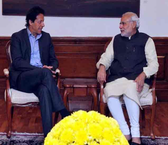 भेटीत नरेंद्र मोदी फक्त हसले, इम्रान खानने काढला सकारात्मक अर्थ|देश,National - Divya Marathi