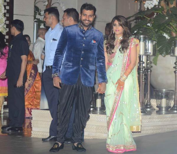 PHOTOS: रोहित-रितिकाचे शुभमंगल, लग्नात असे दिसत होते दोघे स्पोर्ट्स,Sports - Divya Marathi