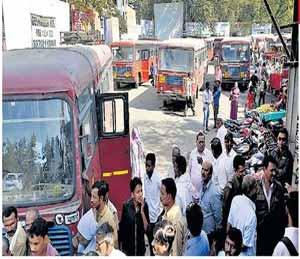 नगरसेवकाची एसटी चालकास मारहाण; अर्धा तास चक्का जाम जळगाव,Jalgaon - Divya Marathi