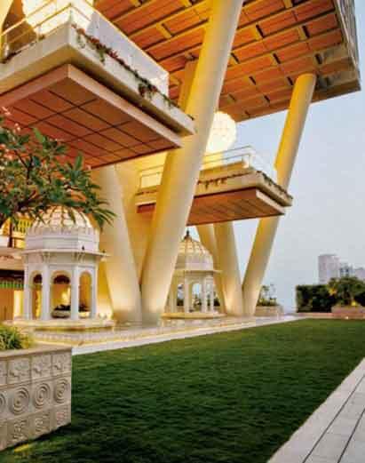 मुकेश व नीता यांच्या आकाशाला भिडणार्या \'एंटीलिया\'चे असे दिसते इंटेरियर|बिझनेस,Business - Divya Marathi