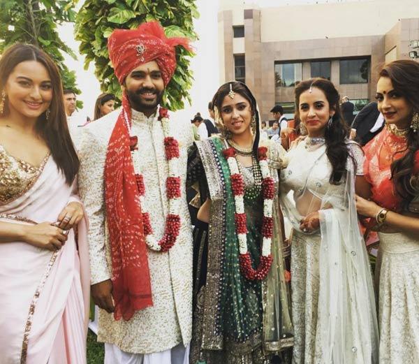 PHOTOS: पाहा, क्रिकेटर रोहित शर्माच्या राजेशाही लग्नाचा फुल अल्बम स्पोर्ट्स,Sports - Divya Marathi