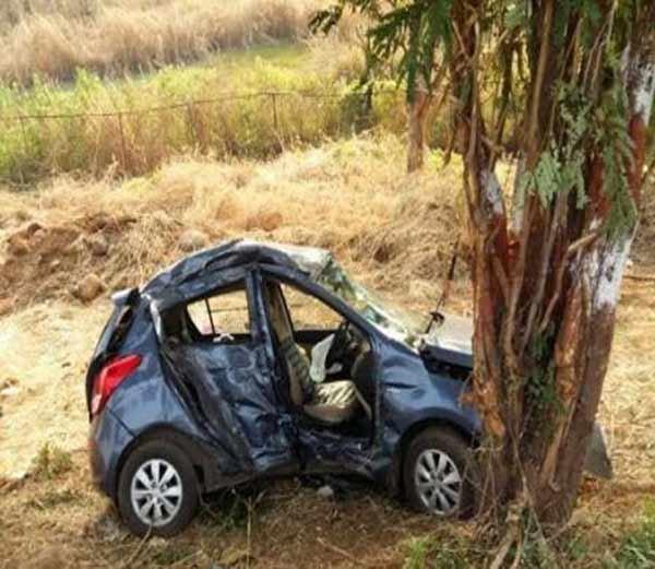 मुंबई-पुणे एक्स्प्रेस वेवर कारला भीषण अपघात, 3 ठार, 2 जखमी मुंबई,Mumbai - Divya Marathi