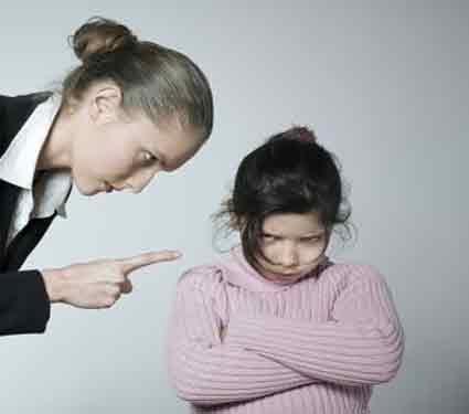 मुलांसोबत चुकूनही बोलू नया 5 गोष्टी, मनावर होतो परिणाम...| - Divya Marathi