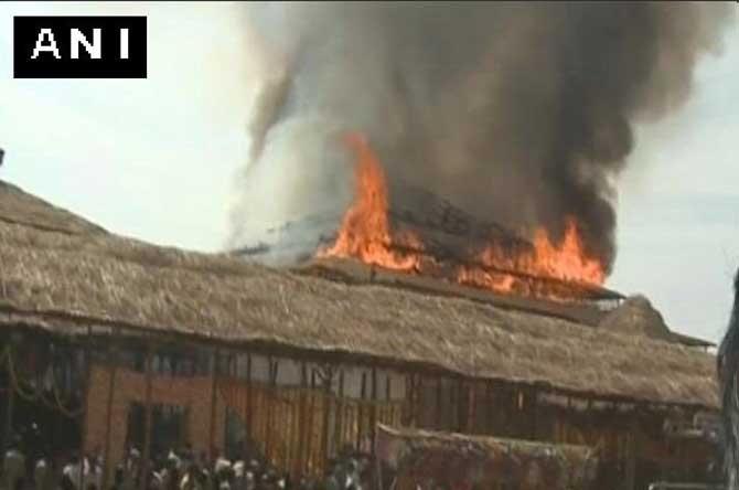 तेलंगाना: CM च्या यज्ञ कार्यक्रमात आग, आयोजनावर खर्च केले  7 कोटी देश,National - Divya Marathi