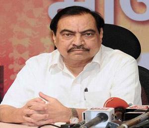 खडसे समर्थक संभ्रमात; नेत्यांचा मुंबईत मुक्काम, प्रदेशाध्यक्षांकडे अाज राजीनामे साेपवणार जळगाव,Jalgaon - Divya Marathi