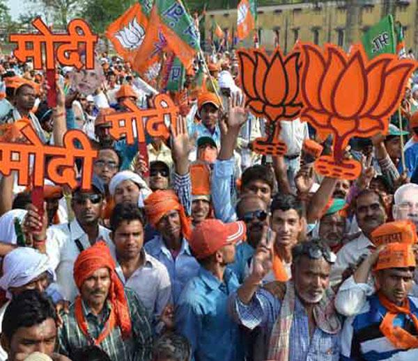 खडसेंच्या राजीनाम्यावरून भाजपत संभ्रम, शिवसेनेत खुशीची गाजरे!|मुंबई,Mumbai - Divya Marathi
