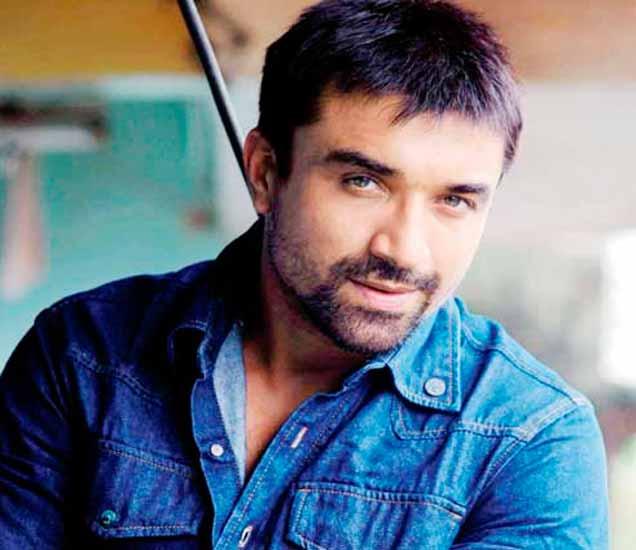 बिग बॉसमध्ये स्पर्धक राहिलेला अभिनेता एजाज खान - Divya Marathi