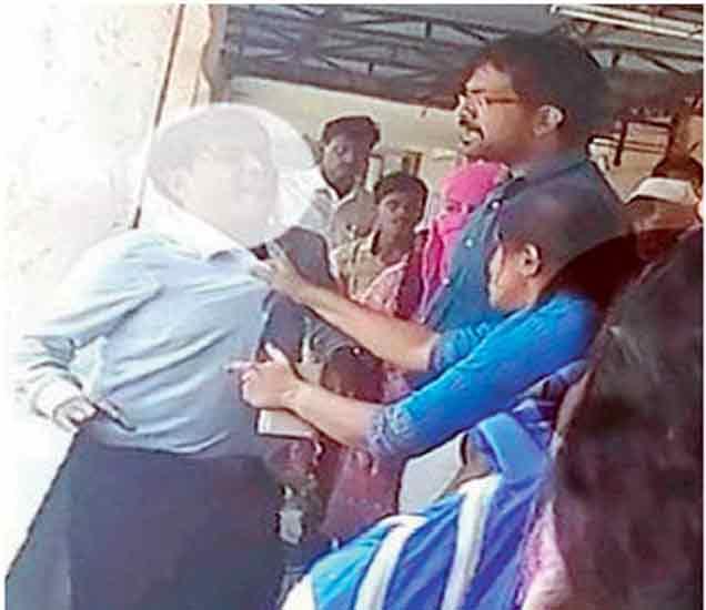 यवतमाळ :  छेड काढणाऱ्या डॉक्टरला महिला डॉक्टरांनी दिला चोप, पाहा VIDEO|नागपूर,Nagpur - Divya Marathi