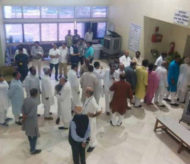 राज्यसभा निवडणूकीसाठी 7 राज्यांमध्ये मतदान झाले होते. - Divya Marathi