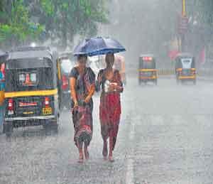 शनिवारी मुंबईत जाेरदार पाऊस झाला. - Divya Marathi