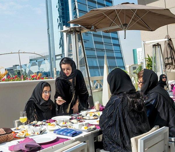 सौदीतील महिला इतक्या बदलल्या, की बंदी असूनही अशा जगतात LIFE|विदेश,International - Divya Marathi