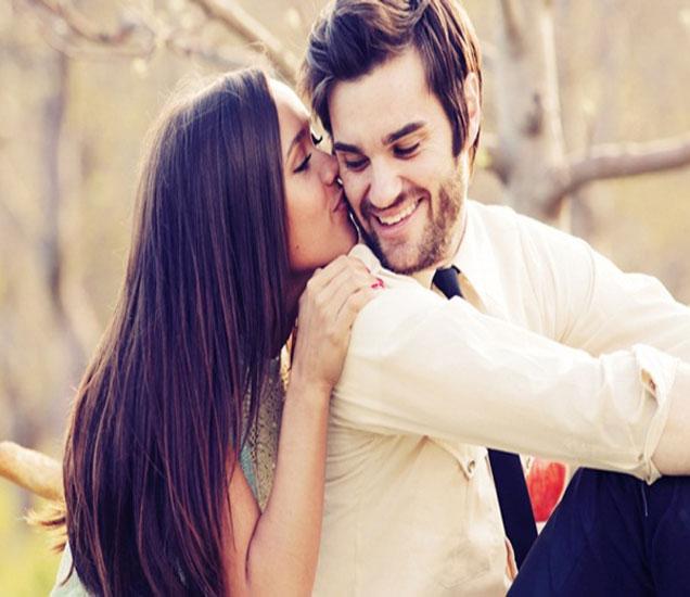 अशी तरुणी करते तुमच्यावर आयुष्यभर प्रेम, जाणुन घ्या हे संकेत...|देश,National - Divya Marathi