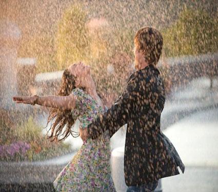 रोमँटिक वातारणात डेटिंगसाठी खास 7 टिप्स, अविस्मरणीय बनवा तुमची डेट| - Divya Marathi