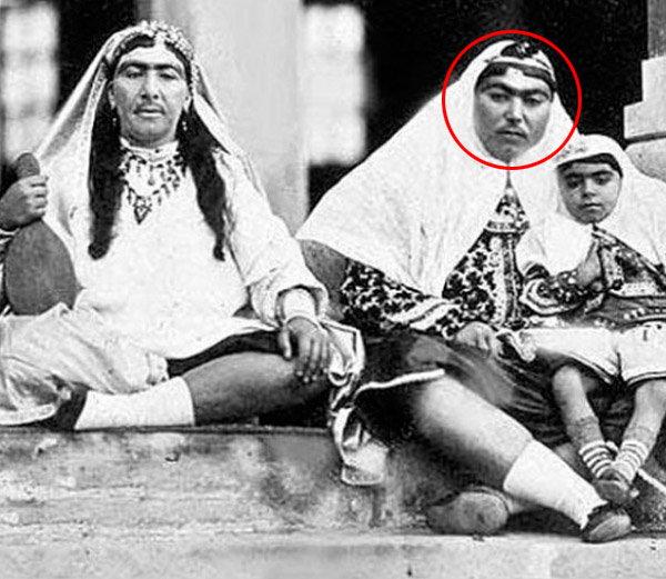 इराणच्या राजाचे दुर्मिळ छायाचित्रे, त्यांच्या जनानखान्यात होत्या मिशावाल्या राण्या विदेश,International - Divya Marathi